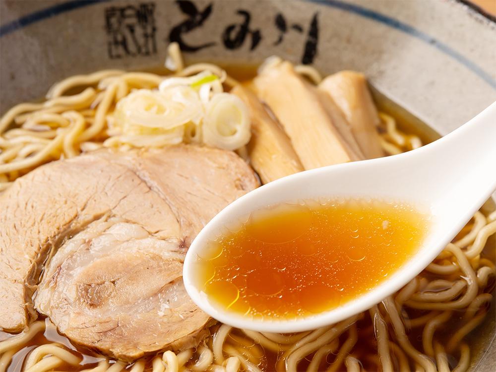 鶏と魚介 うま味 出汁 香味鶏油 無化調スープ